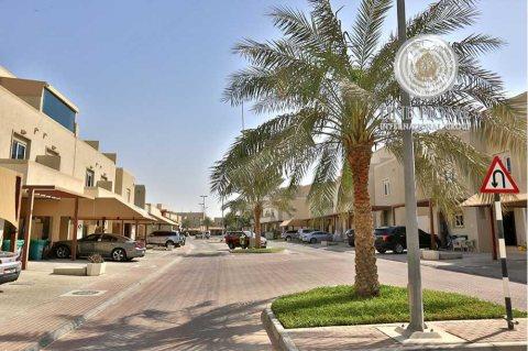 للبيع..فيلا حصرية 5 غرف في الحي الصحراوي الريف أبوظبي