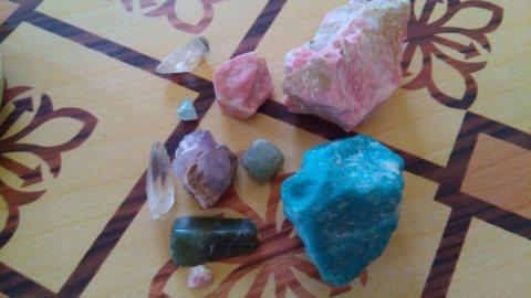 أحجار كريمة للبيع