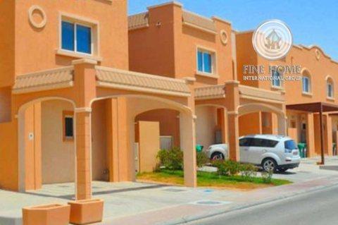 للبيع..فيلا 5 غرف مع مسبح في الحي المتوسط الريف أبوظبي