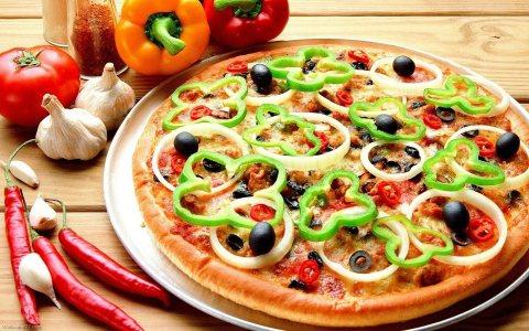 توير معلمي بيتزا من الجنسية المغربية