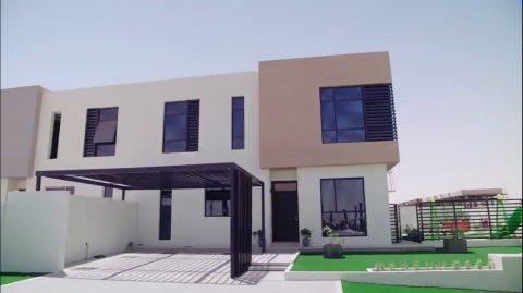 فيلا عائلية غرفتي نوم وصالة للبيع في الشارقة، بسعر كلي 899 ألف درهم على دفعات