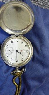 للبيع ساعة قديمة وعملات معدينية قديمة جدا