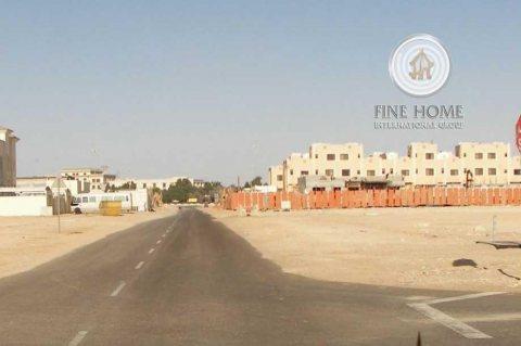 للبيع مجمع 3 فلل في مدينة محمد بن زايد