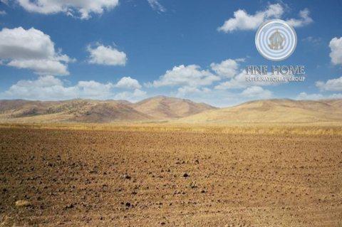 للبيع أرض بمساحة كبيرة بمدينة محمد بن زايد . ابوظبي