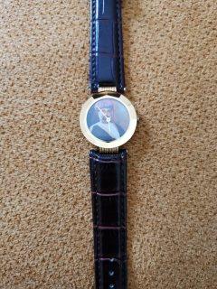 ساعة السلطان قابوس تصميم مميز وهيئة فاخرة