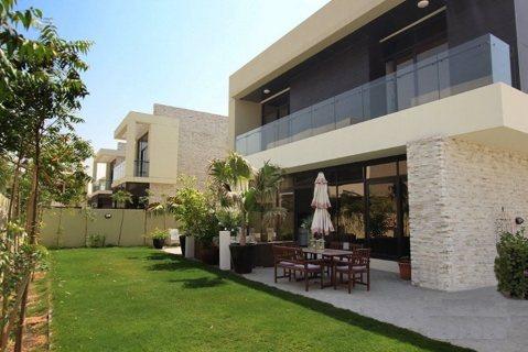 أرقى الفلل في دبي بالتقسيط في مجمّع عالمي فائق الرفاهية