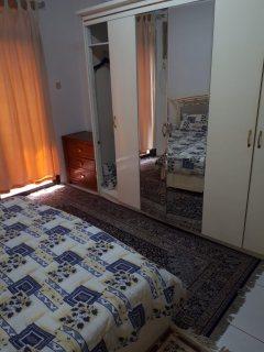 للايجار شقة مفروشة غرفتين وصالة بالشارقة منطقة ابو شغارة بجوار اتصالات والجمعية