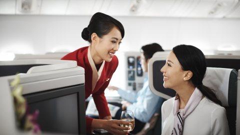 لدينا طاقم مضيفات ومضيفين طيران للإستقدام عبر شركة الأسمر من المغرب