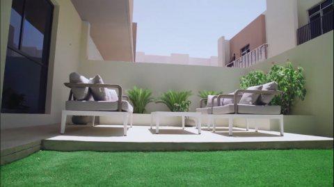 فيلا عائلية غرفتي نوم وصالة للبيع في الشارقة، بسعر 999 ألف درهم على دفعات