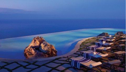 شقة على البحر بعائد ربحي 10% لمدة 5 سنوات في منتجع سياحي