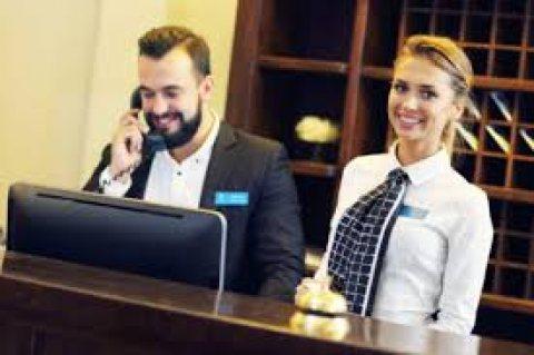 لدينا من المغرب موظفين وموظفات استقبال خبرة ممتازة ودبلومات وشواهد عليا