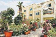 للبيع فيلا 5 غرف رائعه مع مسبح في الحي المتوسط , الريف