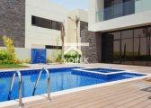 فيلا جاهزة للسكن في دبي 4 غرف وغرفة خادمة علي الجولف داخل مجمع مخدم